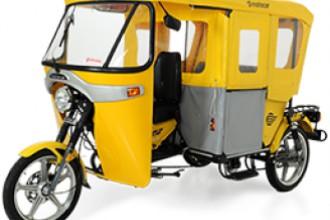 """Os """"tuk-tuks"""" podem ser usados para transporte de passageiros ou de carga"""
